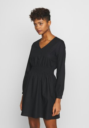 ONLMOIRA SHORT SMOCK DRESS  - Denní šaty - black