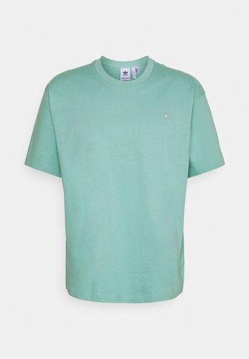 PREMIUM TEE UNISEX - Camiseta básica - hazy green