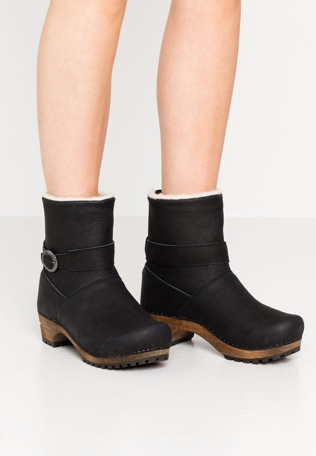 SALANA BOOT - Botines - black