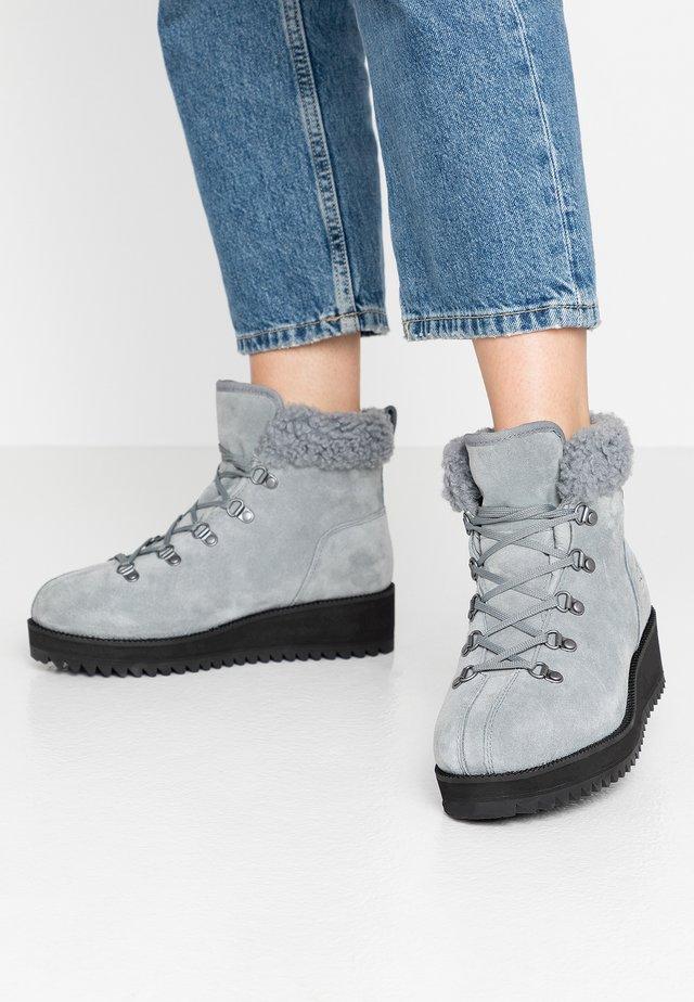 BIRCH LACE-UP - Winter boots - geyser