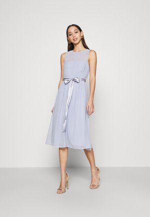 SUCH A DREAM MIDI DRESS - Vestido de cóctel - dusty blue