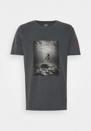 SAONA MAN - T-shirt print - caviar