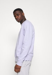 Nike Sportswear - CREW - Sweatshirt - purple chalk/smoke grey - 3
