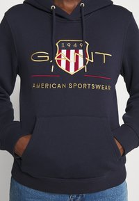 GANT - ARCHIVE SHIELD HOODIE - Jersey con capucha - evening blue - 5
