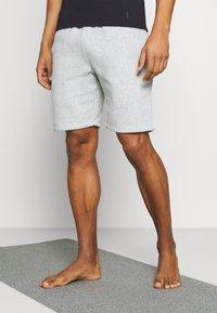 Curare Yogawear - SHORTS - Sports shorts - lightgrey melange - 0