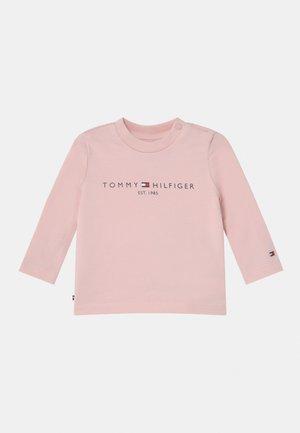 BABY ESSENTIAL UNISEX - T-shirt à manches longues - pink