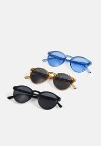black/brown/blue