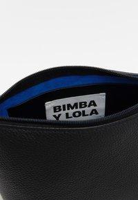 Bimba Y Lola - Umhängetasche - black - 4