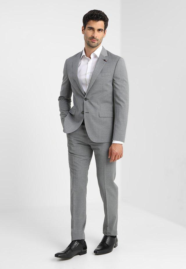 SLIM FIT SUIT - Kostuum - grey