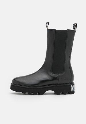 SYBILL 5 - Platform boots - black