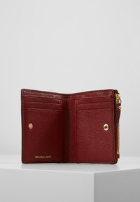 MICHAEL Michael Kors - JET SET SNAP BILLFOLD SMALL - Geldbörse - brandy - 5