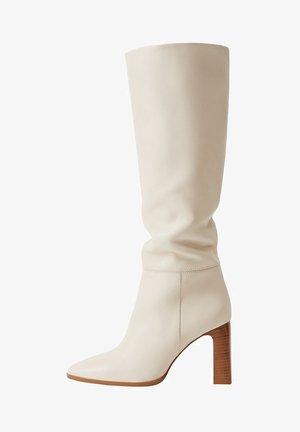 SALMA - Boots med høye hæler - råhvid