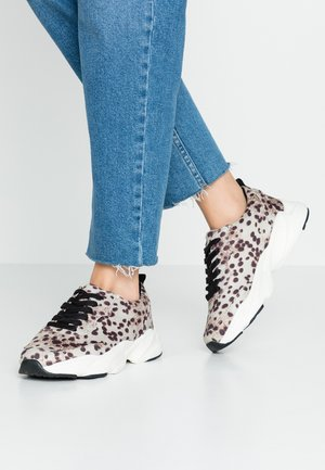 LOLA SKYE LINCON CHUNKY LACE UP TRAINER - Joggesko - multicolor