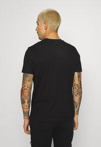 STAPLE PIGEON - TEE UNISEX - Basic T-shirt - black - 2