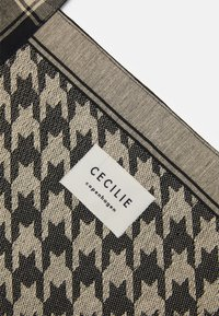 CECILIE copenhagen - BAG LARGE DOGTOOTH - Shopping bag - black/cream - 3