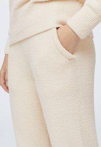 OYSHO - SOFT TOUCH FLUFFY - Nattøj bukser - beige - 4