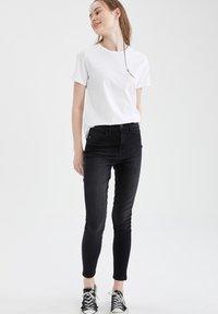 DeFacto - PACK OF 2 - Basic T-shirt - karma - 1