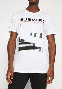 Solid - LORENZ - T-shirt med print - white - 4
