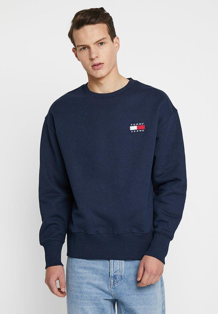 Tommy Jeans - BADGE CREW UNISEX - Collegepaita - blue