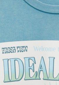 PULL&BEAR - Print T-shirt - stone blue denim - 5
