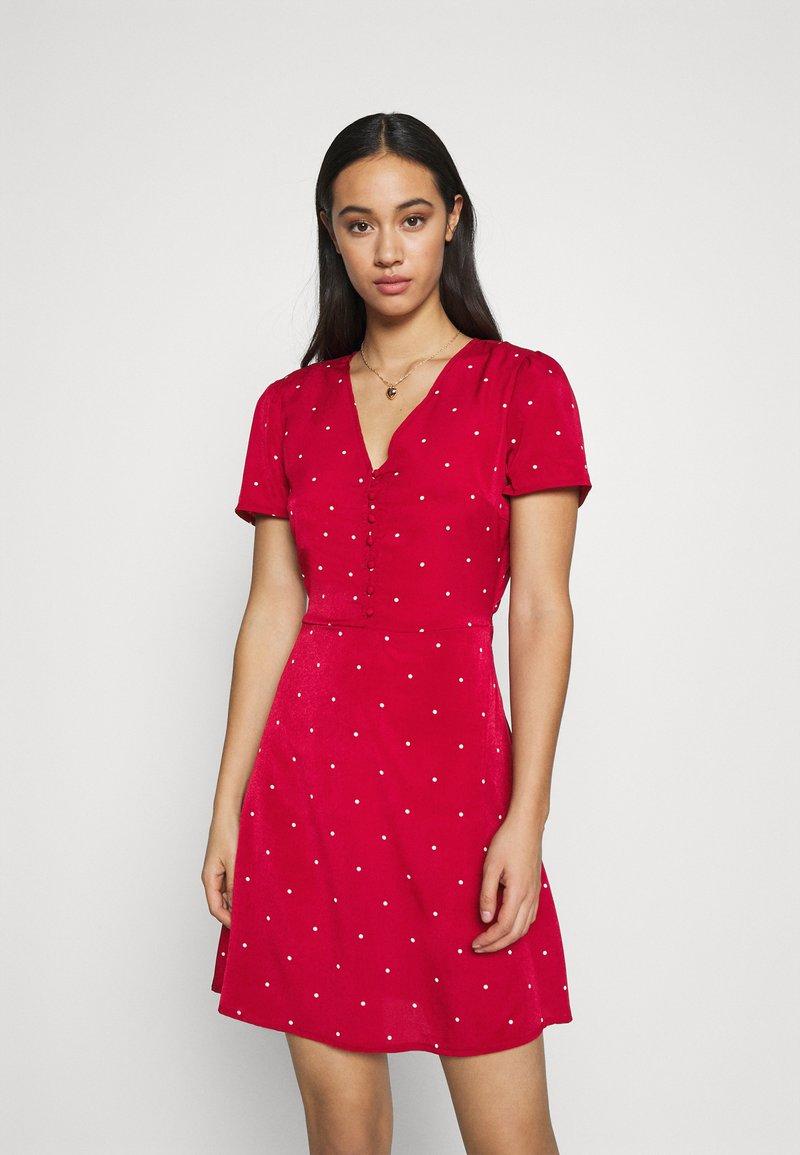 Missguided - HALF BUTTON TEA DRESS  - Shirt dress - red polka