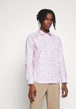 AVERBURY BUTTERFLY PRINT - Overhemd - pink