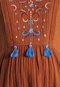 Mara Mea - SMALL PARADISE - Denní šaty - rust - 2