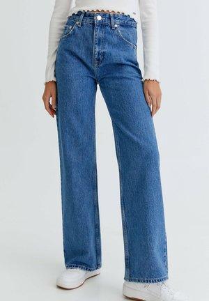 MIT SCHLAG UND HOHEM BUND - Flared Jeans - royal blue