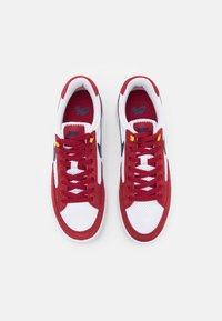 Nike SB - ADVERSARY UNISEX - Skate shoes - pomegranate/midnight navy/pollen/white/light brown - 3