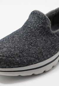 Skechers Performance - GO WALK 5 - Sportieve wandelschoenen - charcoal - 6