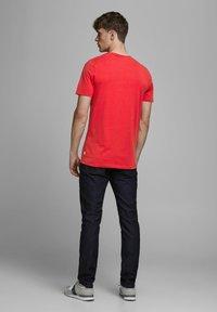 Jack & Jones - Camiseta básica - true red - 2