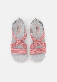 Skechers - REGGAE CUP - Walking sandals - grey/coral gore - 5
