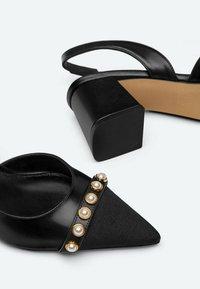 Uterqüe - Classic heels - black - 3