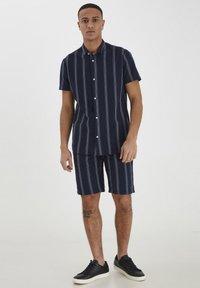 Tailored Originals - TOADRIAN  - Shorts - dark sapphire - 1