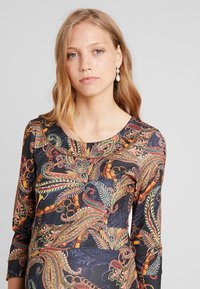 LOVE2WAIT - DRESS PAISLEY - Jerseyjurk - dessin - 3