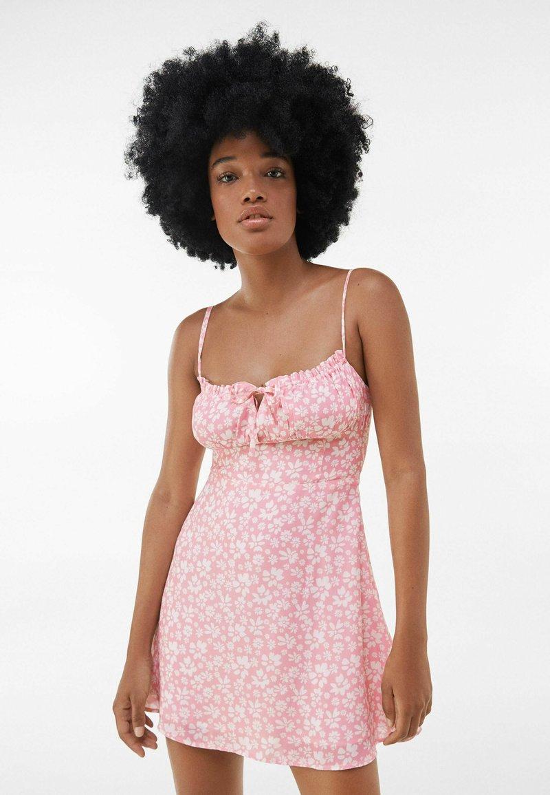 Bershka - Sukienka letnia - pink
