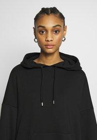 Monki - MALIN DRESS - Denní šaty - black - 3