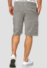 INDICODE JEANS - Shorts - grey - 2