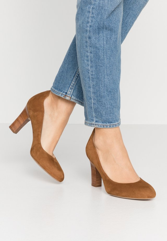 ULISA WIDE FIT - Classic heels - argan