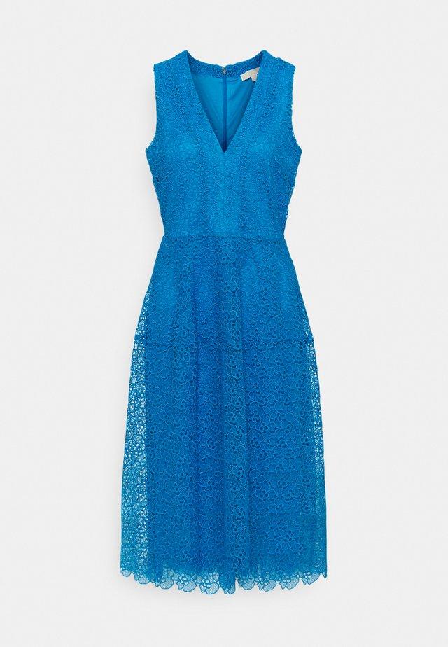 MIDI DRESS - Korte jurk - bright cyan blue