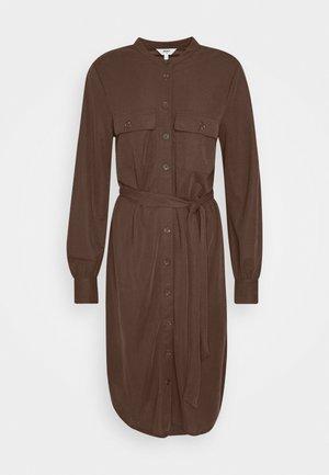 OBJJARRIE DRESS - Robe d'été - chicory coffee