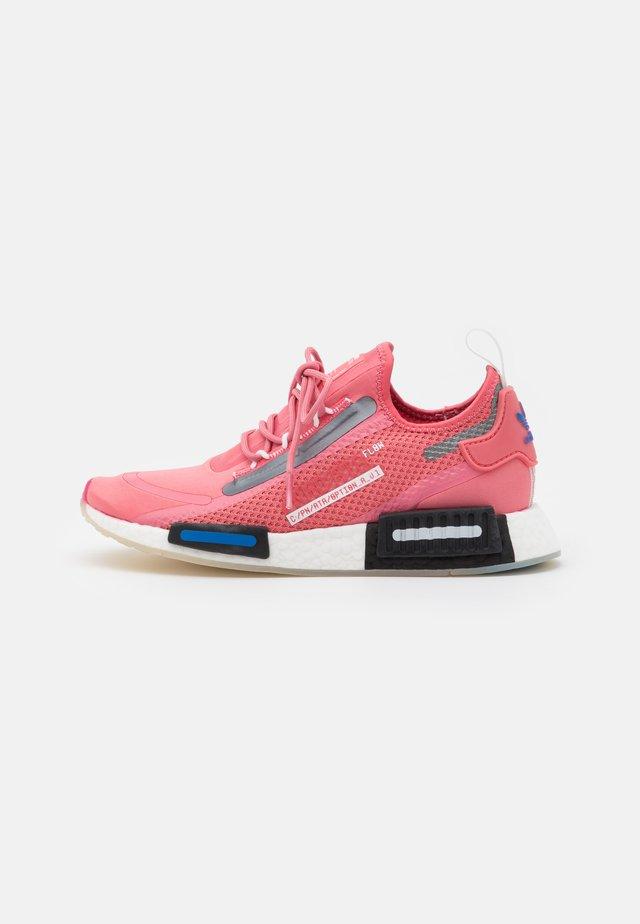 NMD_R1 SPEEDLINES BOOST SHOES - Sneaker low - haze rose/core black