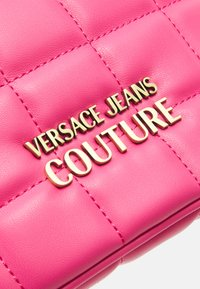 Versace Jeans Couture - QUILTED BELTBAG - Bum bag - paradise - 4