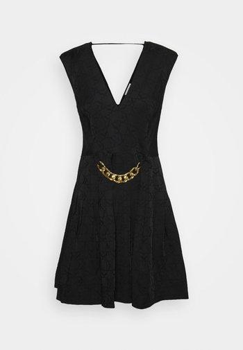 Pouzdrové šaty - noir
