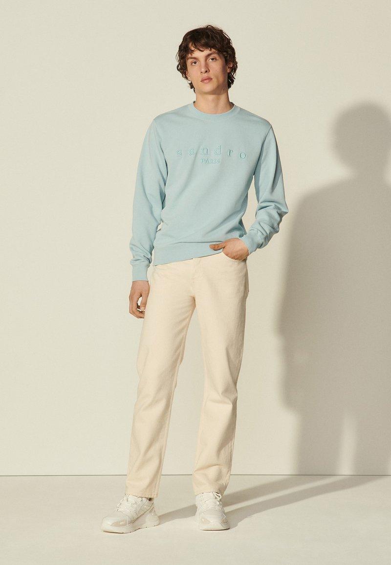sandro - CREW UNISEX - Sweatshirt - bleu ciel