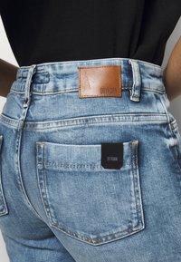 DRYKORN - SPEAK - Flared Jeans - blau - 4