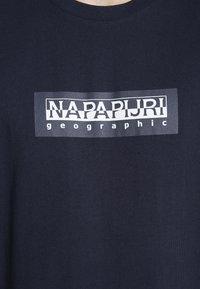 Napapijri The Tribe - SOX  - Print T-shirt - blu marine - 5
