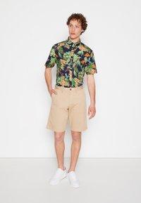 GANT - RELAXED - Shorts - dark khaki - 3