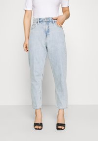GAP Petite - MOM JEAN CASPIAN - Relaxed fit jeans - light indigo - 0