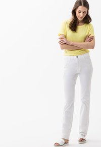 BRAX - STYLE CAROLA - Straight leg jeans - white - 1